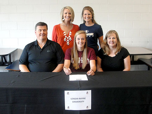 Elizabeth Dula Signs with Lenior-Rhyne University